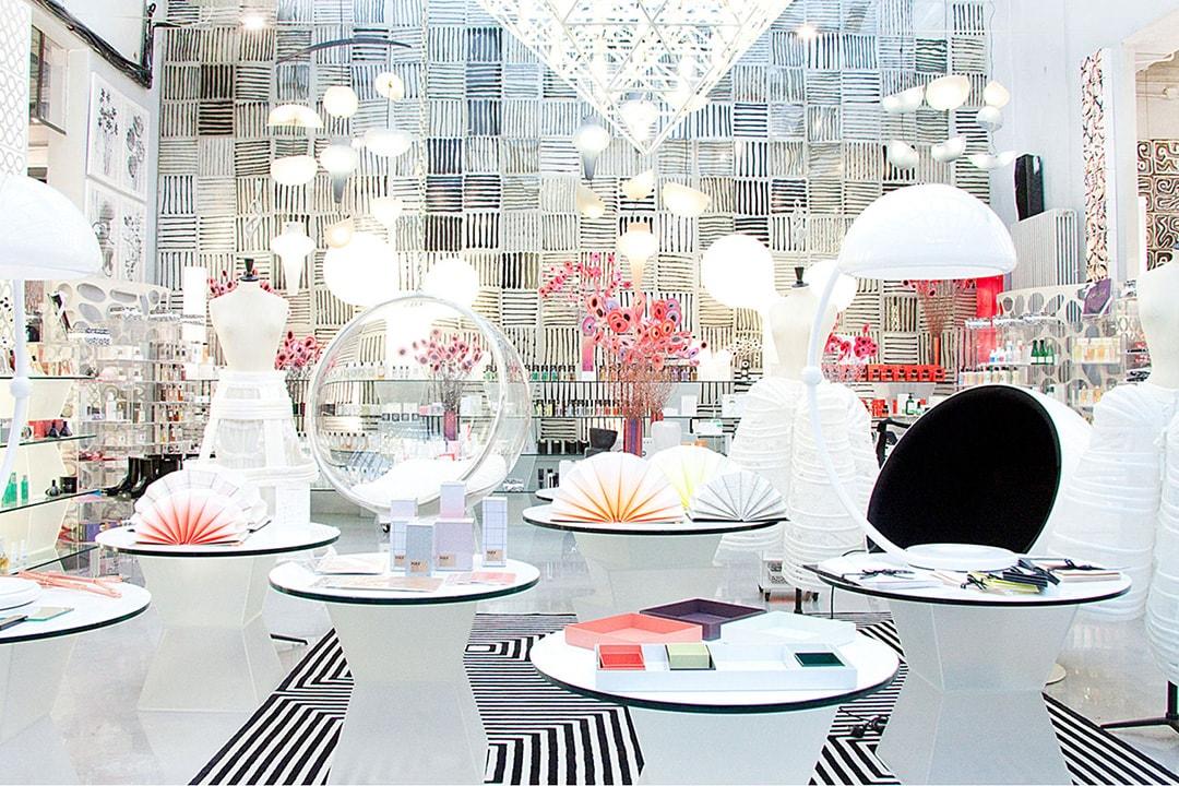 """10 Corso Como è l'idea di """"concept store"""" dove moda e arte si fondono insieme."""